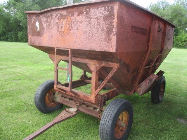 1970 E-Z Trail 220W Gravity Wagon