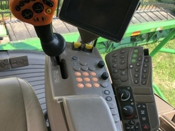 2017 John Deere S690 Combine