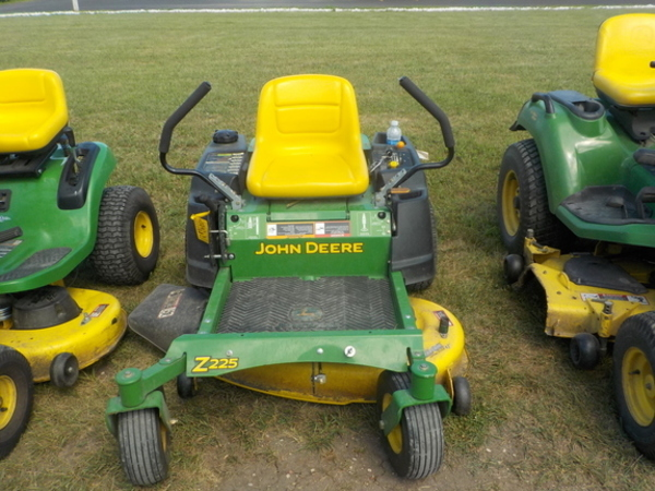 John Deere Z225 Lawn and Garden for Sale | Machinery Pete