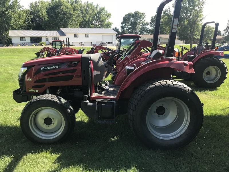 2017 Mahindra 2555 HST Tractor