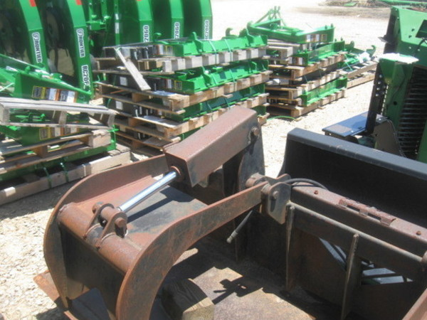 TU 82 Loader and Skid Steer Attachment