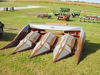 1976 Gleaner LM438 Corn Head