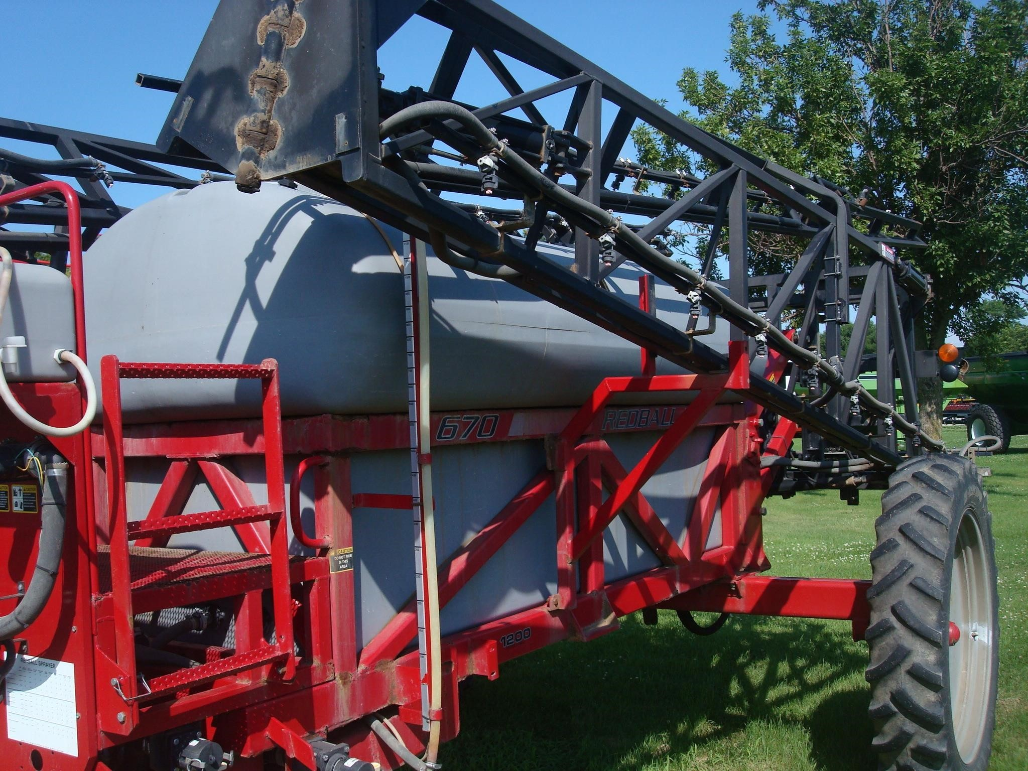 2002 Redball 670 Pull-Type Sprayer