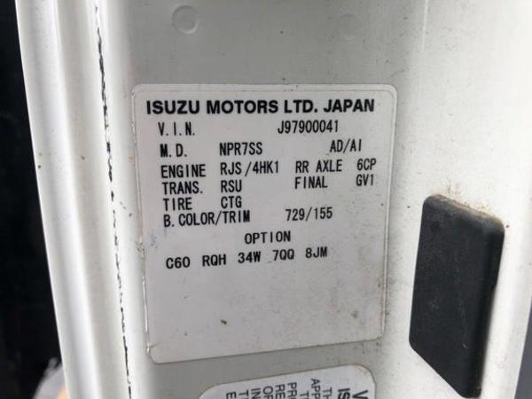 Isuzu NQR Semi Truck