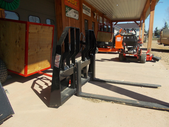 Hoover HO-PFHD150 Loader and Skid Steer Attachment