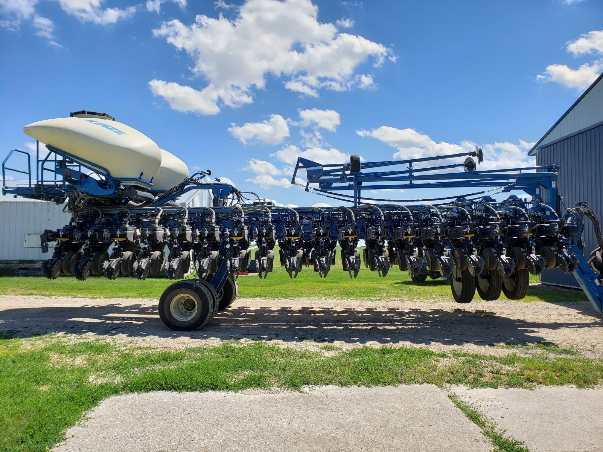 2019 Kinze 3700 ASD Planter