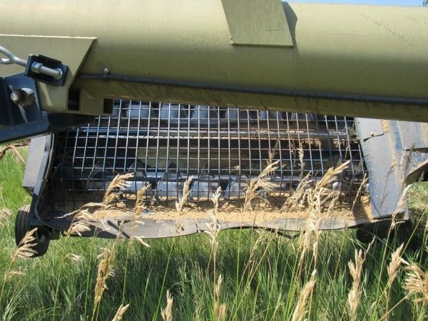 Harvest International H1372 Augers and Conveyor