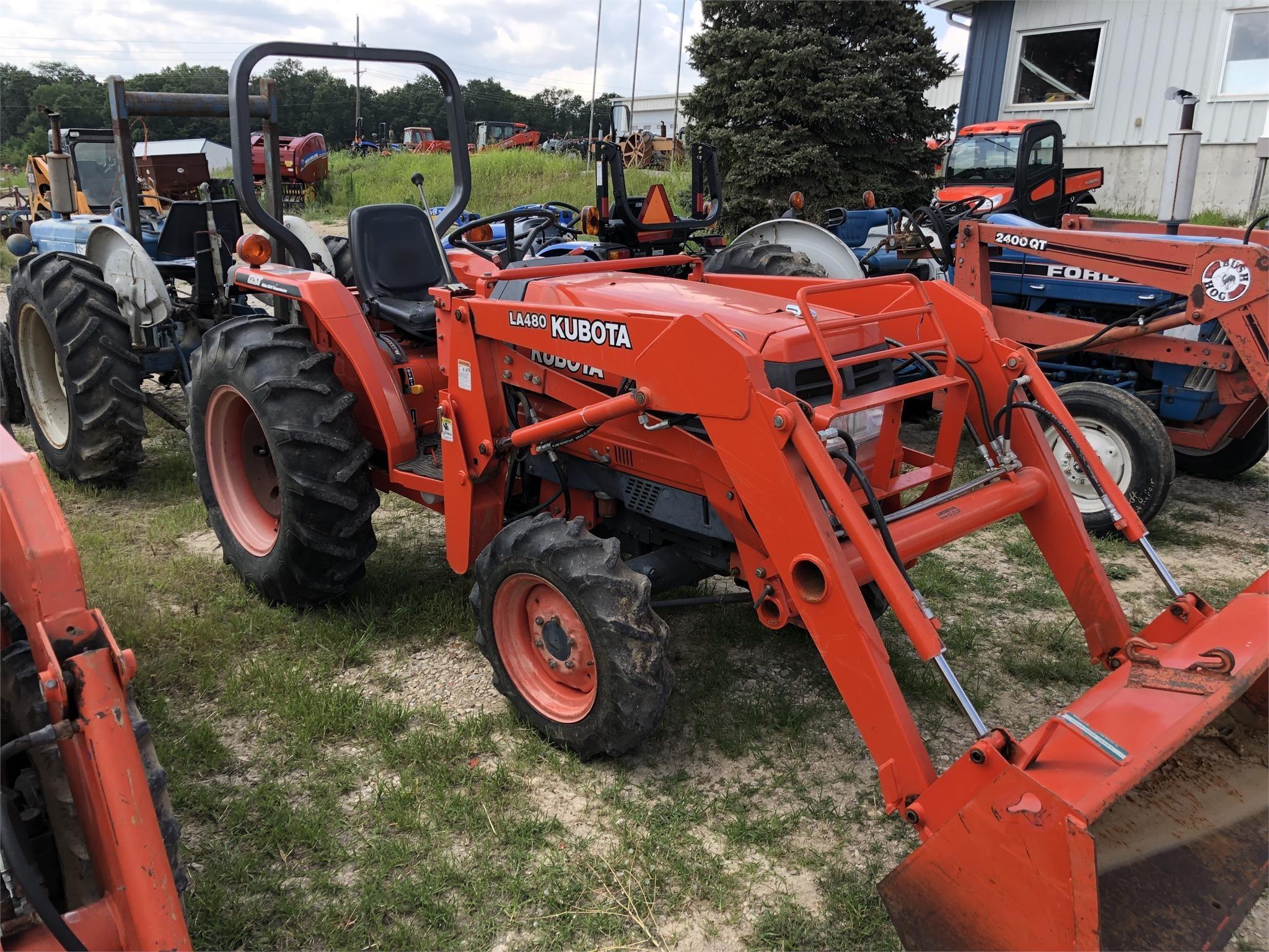 Kubota L2900 Tractor