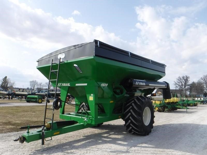 E-Z Trail 1020 Grain Cart