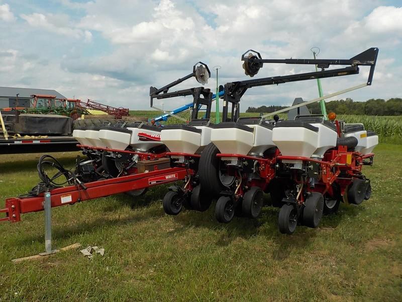 2002 White 8222 Planter