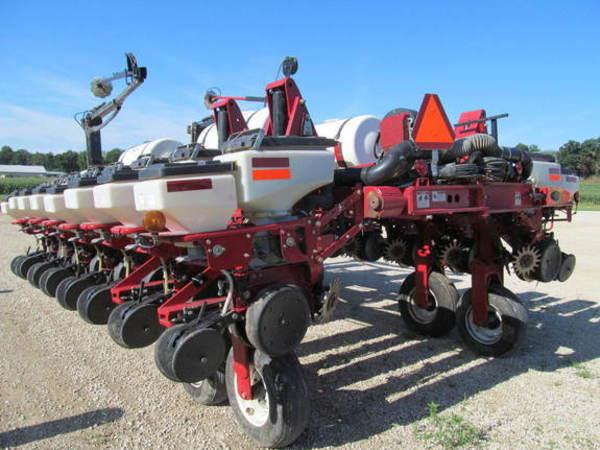 2003 White 8180 Planter
