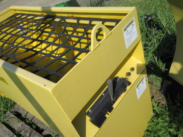 2010 Other 3/8 yard Pull-Type Fertilizer Spreader