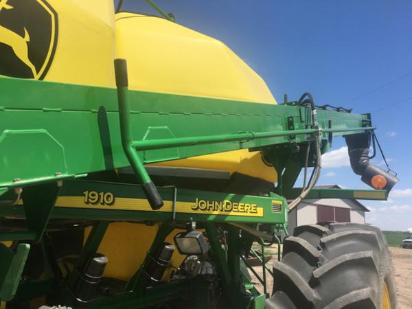 2010 John Deere 1890 Air Seeder