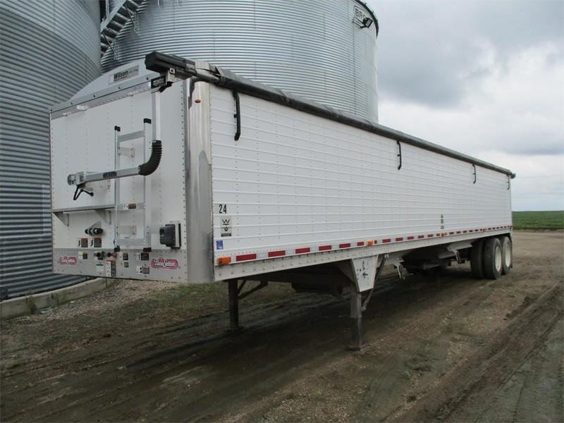 2010 Wilson AG HOPPER Grain Trailer