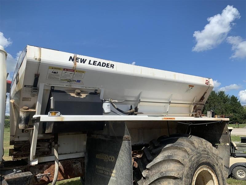 New Leader L3020 G4 Pull-Type Fertilizer Spreader