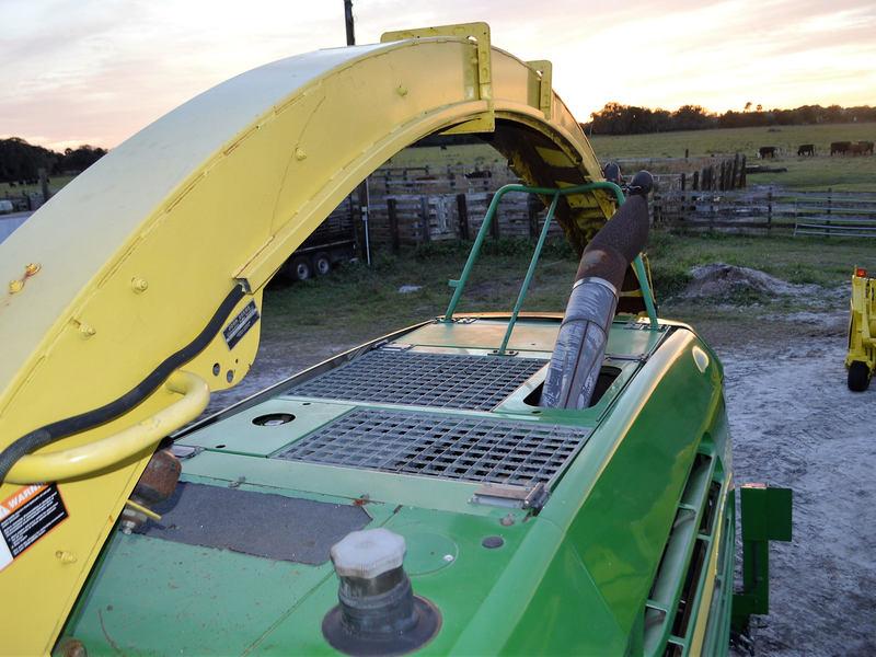 2006 John Deere 7800 Self-Propelled Forage Harvester