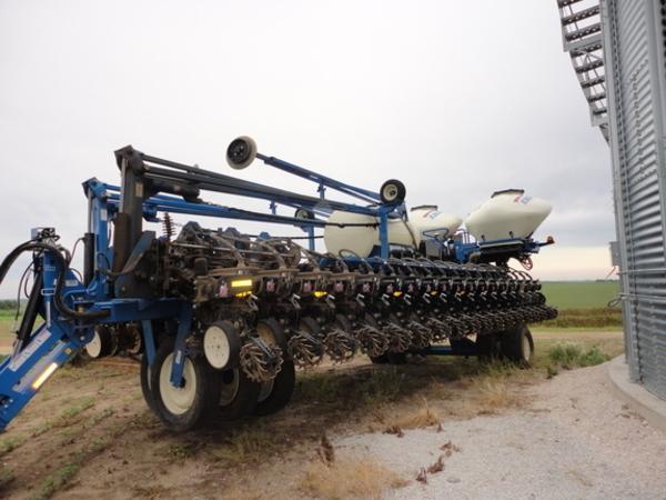 2015 Kinze 3700 ASD Planter