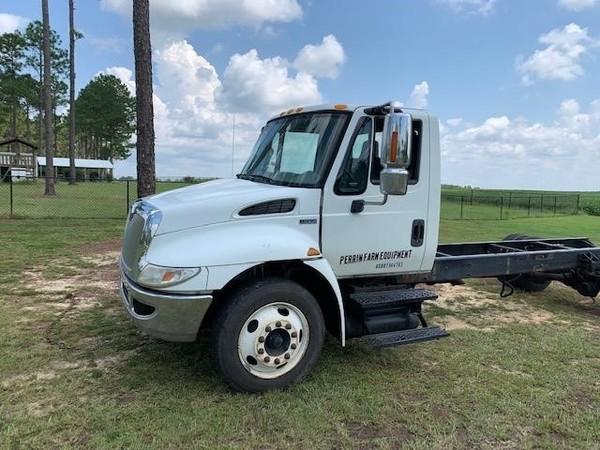 2012 International DURASTAR 4300 Semi Truck