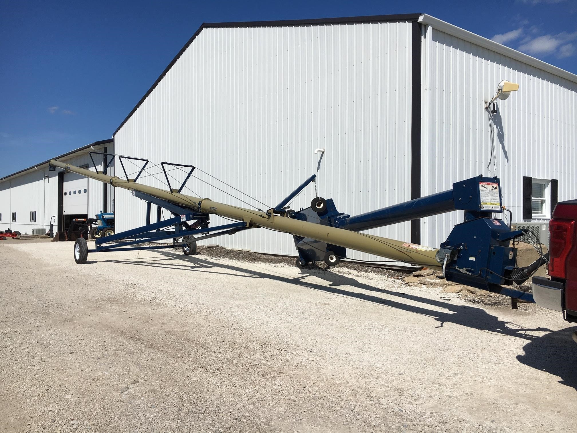 Harvest International H1072 Augers and Conveyor