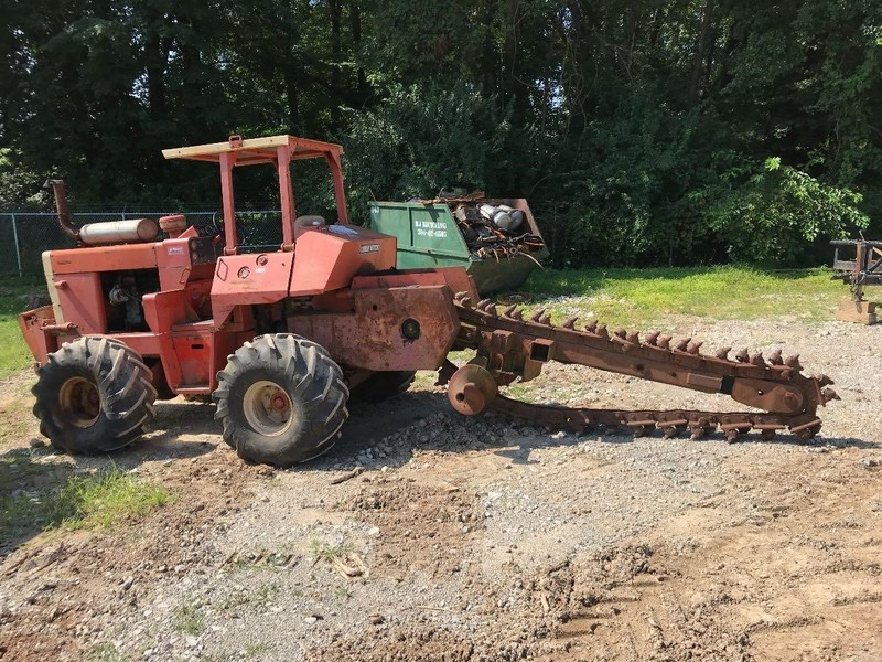 Ditch Witch R100 Trencher