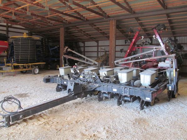 Black Machine 12F30 Planter