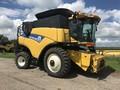 2013 New Holland CR7090 Combine