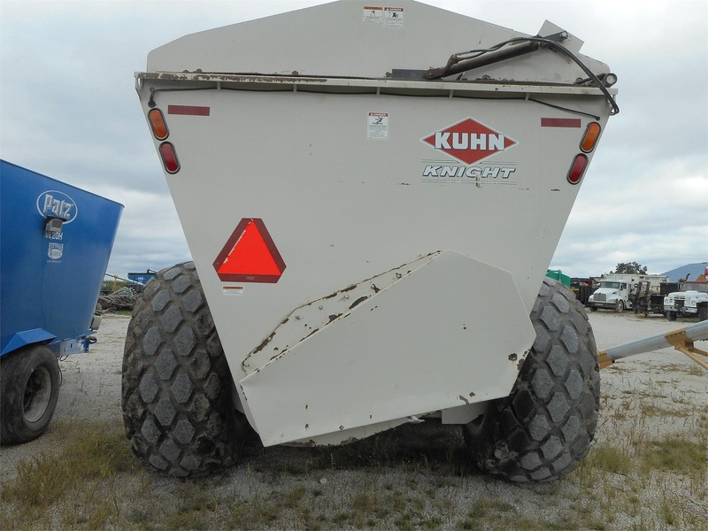 Kuhn Knight 8150 Manure Spreader