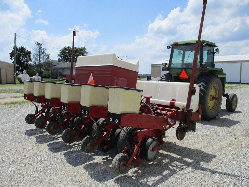 International Harvester 900 Cyclo Air Planter