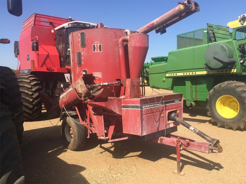International 1250 Grinders and Mixer