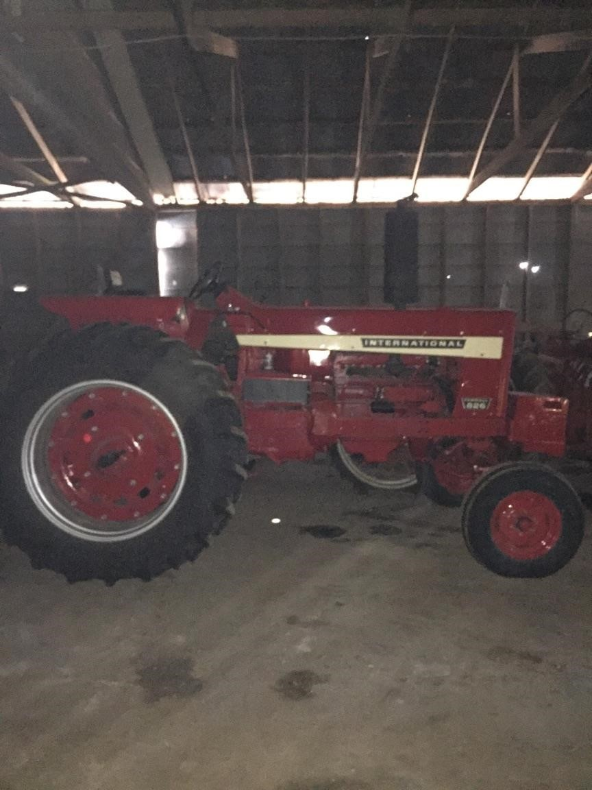1970 International Harvester 826 Tractor