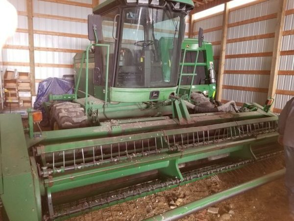 John Deere 4890 Self-Propelled Windrowers and Swathers for