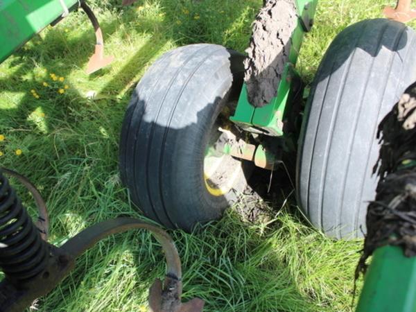2002 John Deere 2200 Field Cultivator
