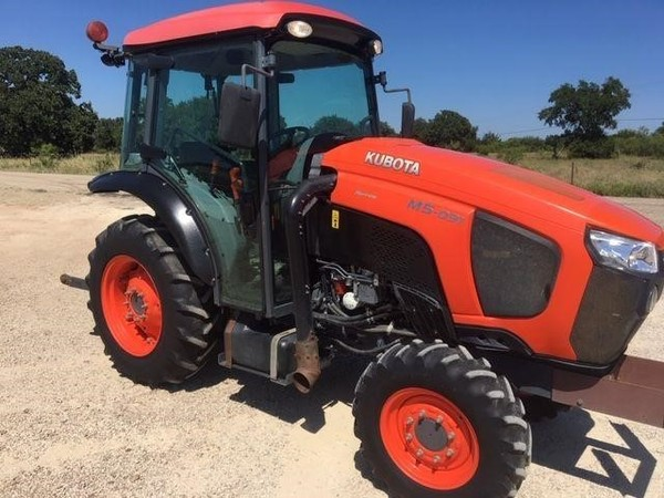 2017 Kubota M5N-091 Tractor