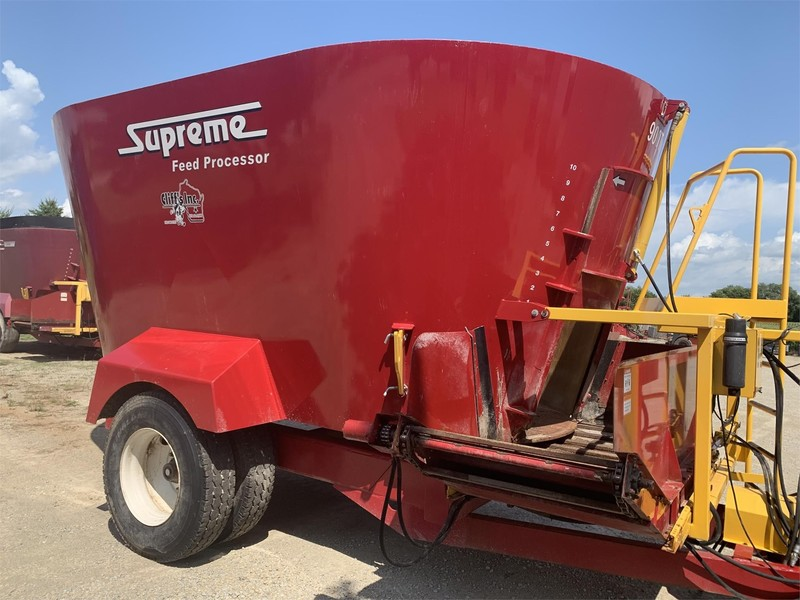 Supreme International 900T Grinders and Mixer