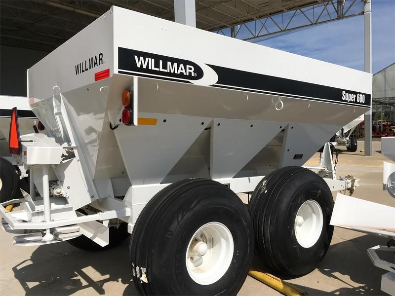 2019 Willmar S600 Pull-Type Fertilizer Spreader