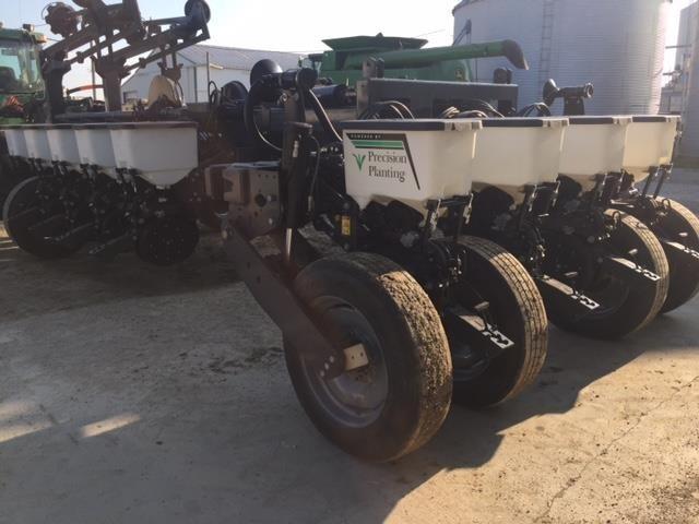 2019 White 9816 Planter
