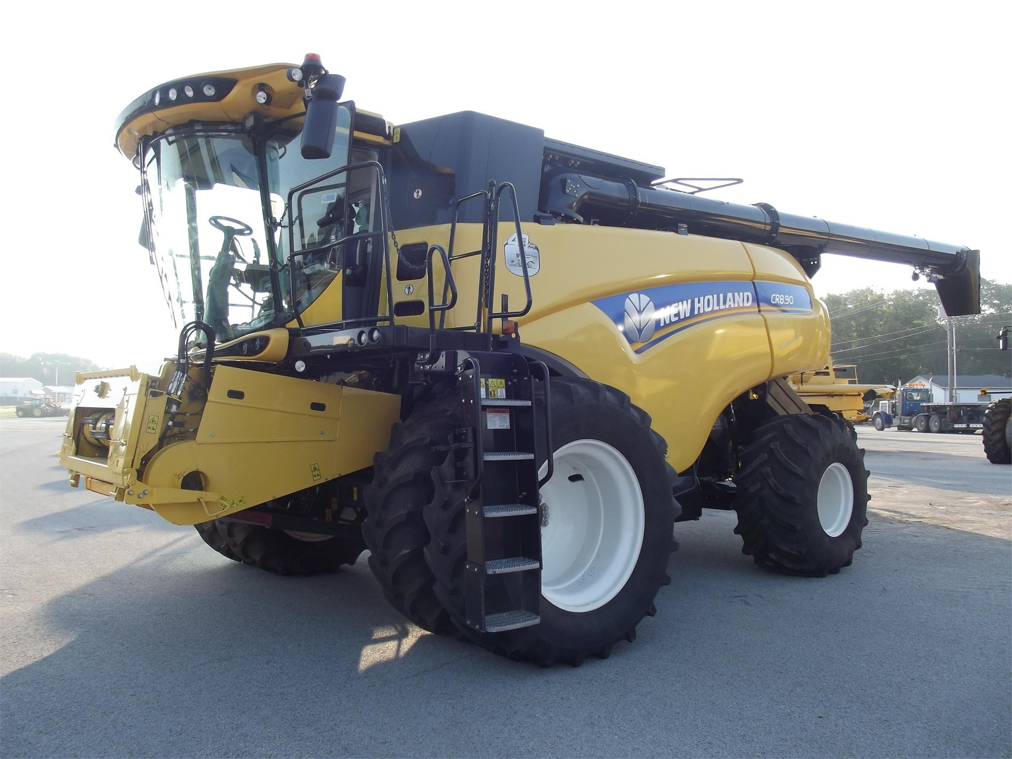 2015 New Holland CR8.90 Combine