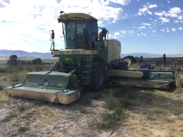 2017 Krone Big M 420 Self-Propelled Windrowers and Swather