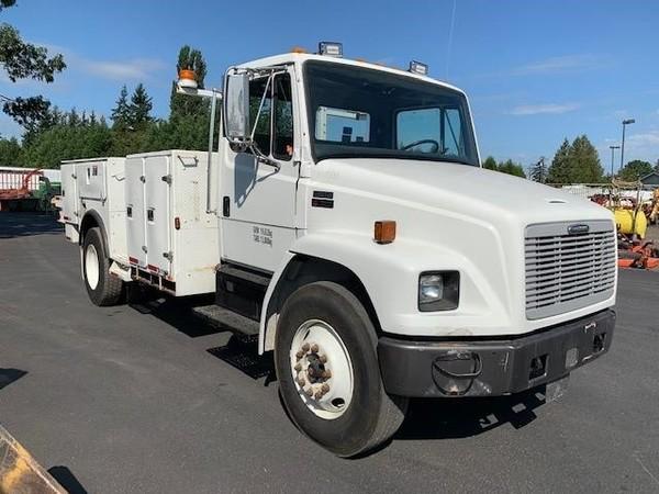 2001 Freightliner FL70 Semi Truck