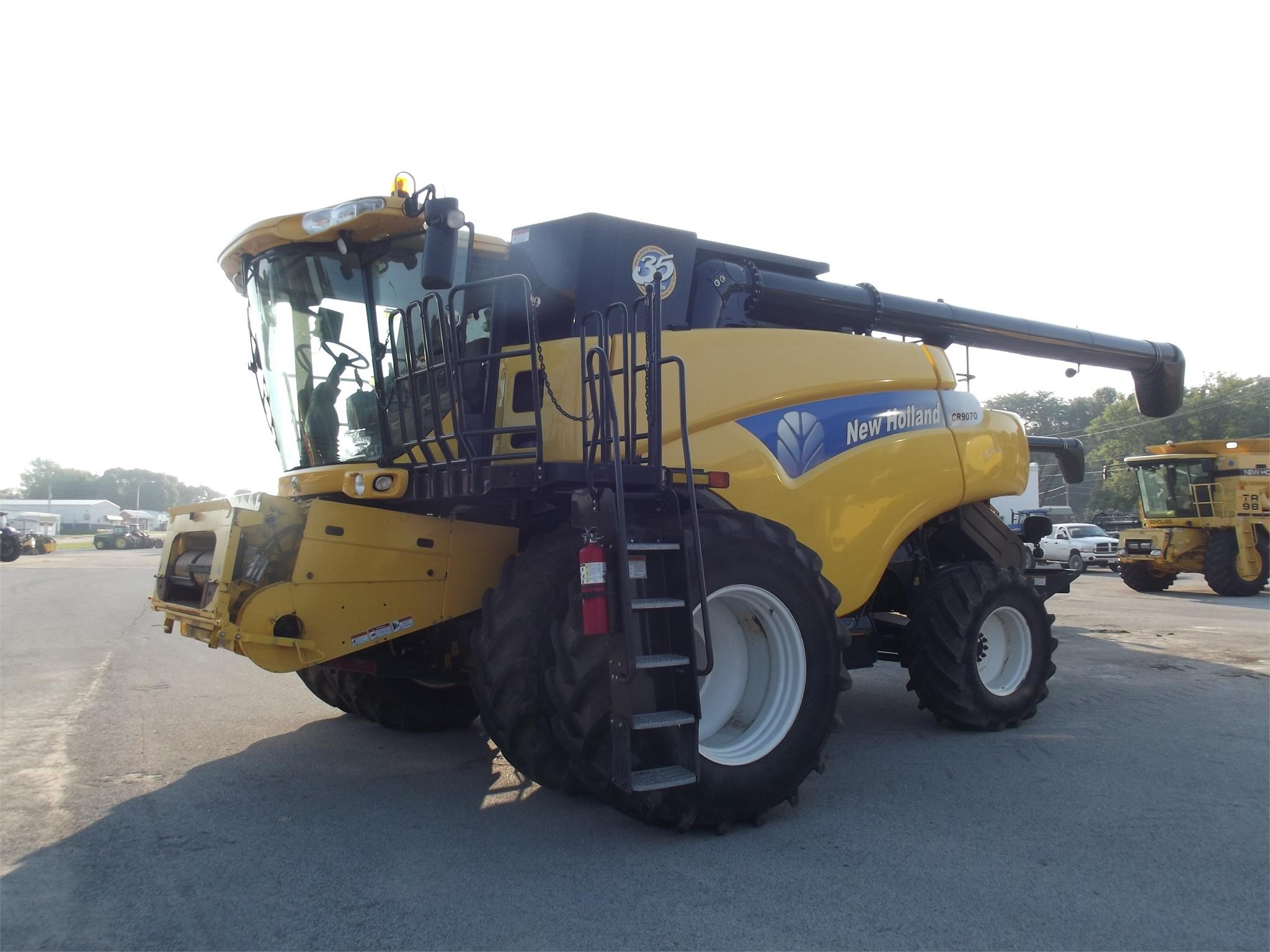 2010 New Holland CR9070 Combine