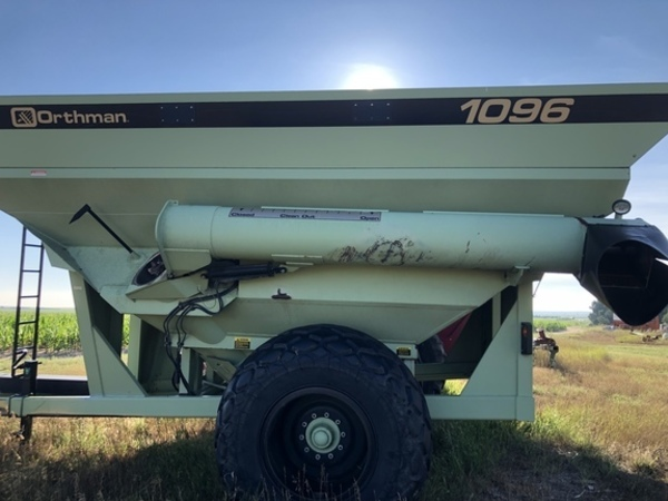 2002 Orthman 1096 Grain Cart