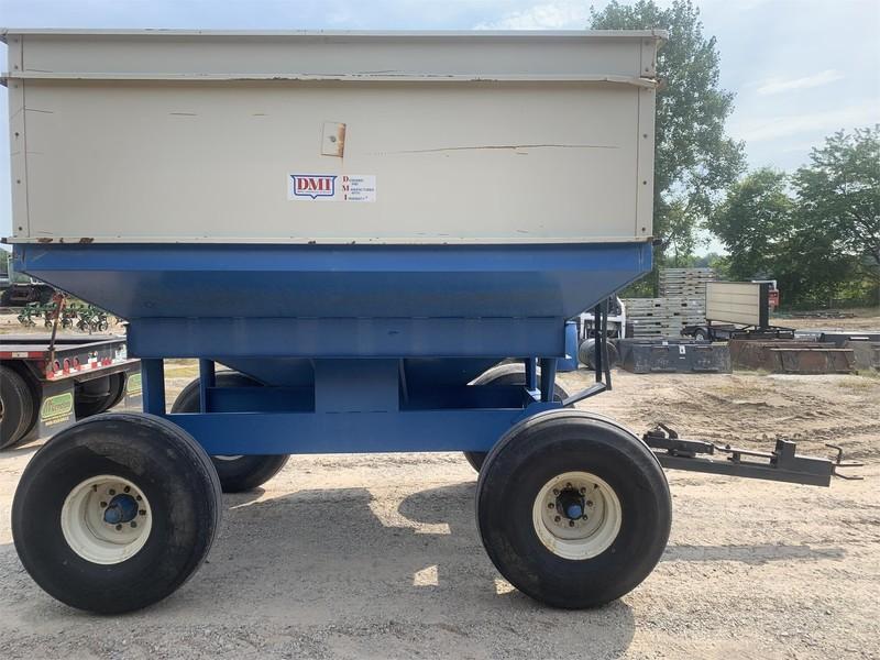 DMI D320 Gravity Wagon