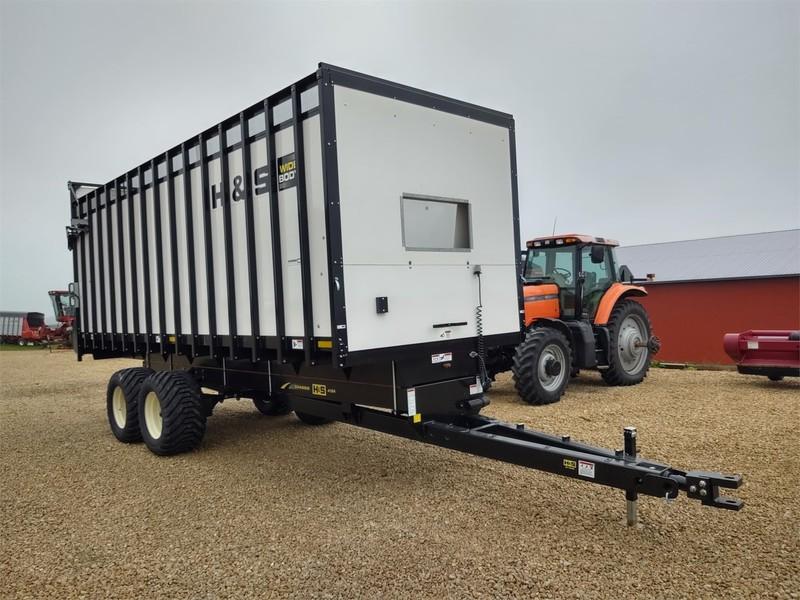 2019 H & S WB24PB Forage Wagon