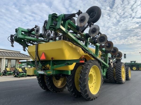 2016 Buhler Farm King 2460 Toolbar