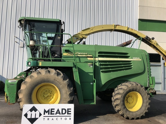 2004 John Deere 7700 Self-Propelled Forage Harvester