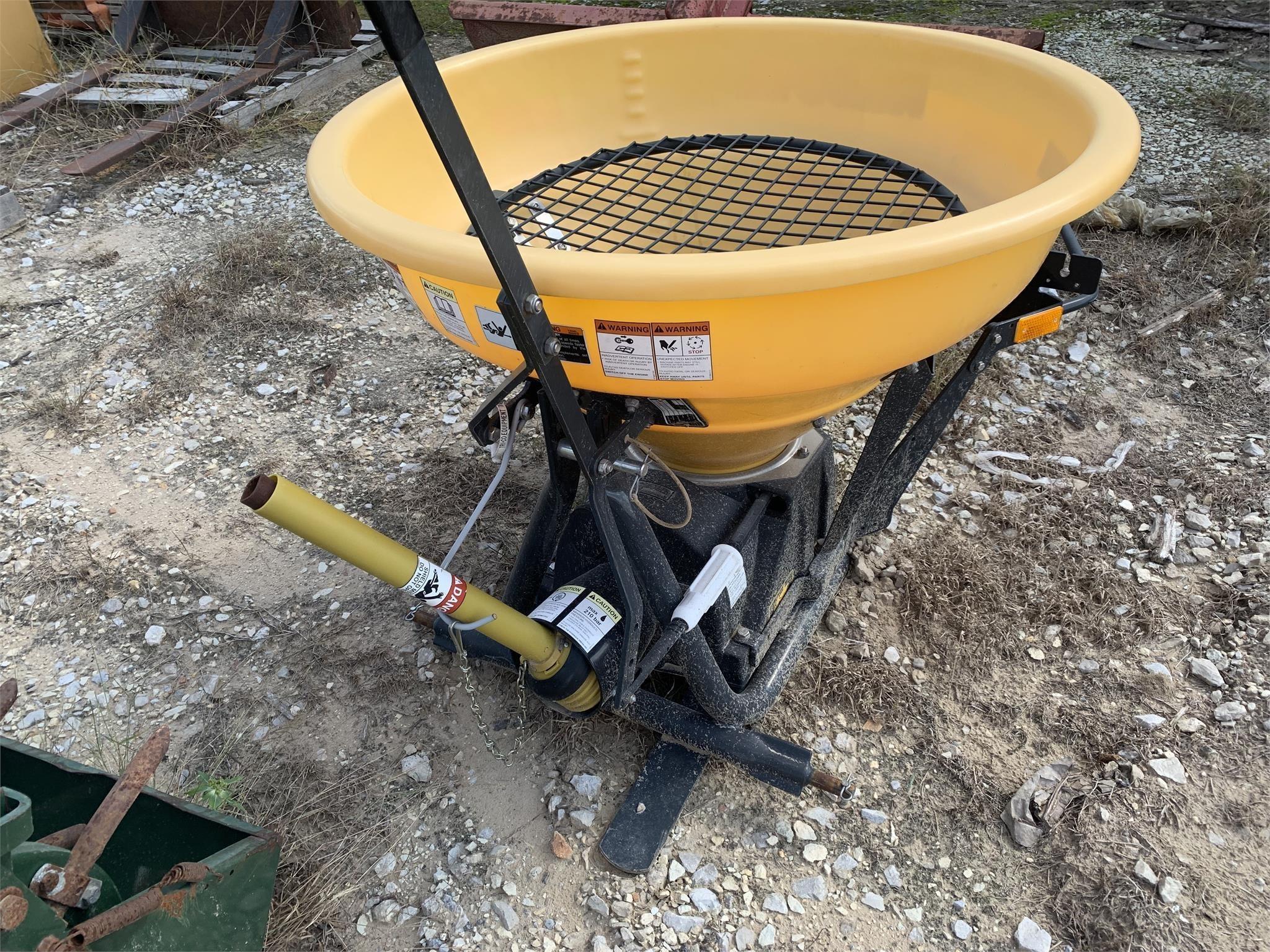 Kubota VS220 Pull-Type Fertilizer Spreader