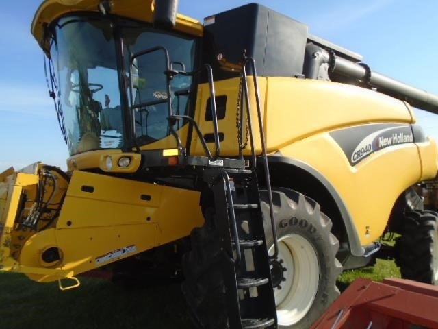 2003 New Holland CR940 Combine