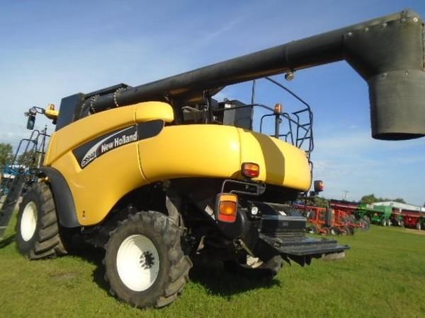 2003 New Holland CR940 Combine