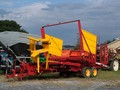 2004 New Holland 1037 Bale Wagons and Trailer
