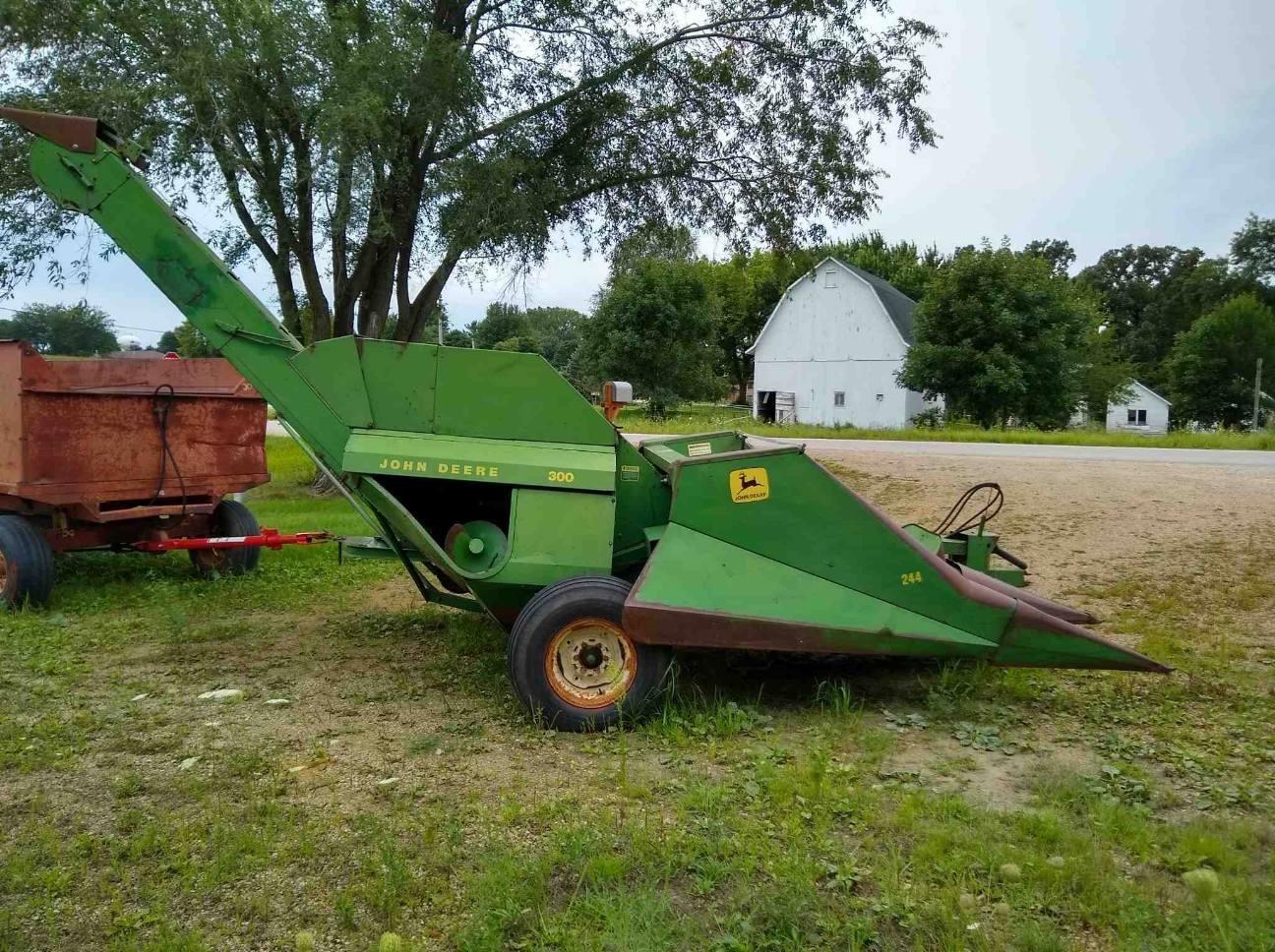 1975 John Deere 300 Corn Picker
